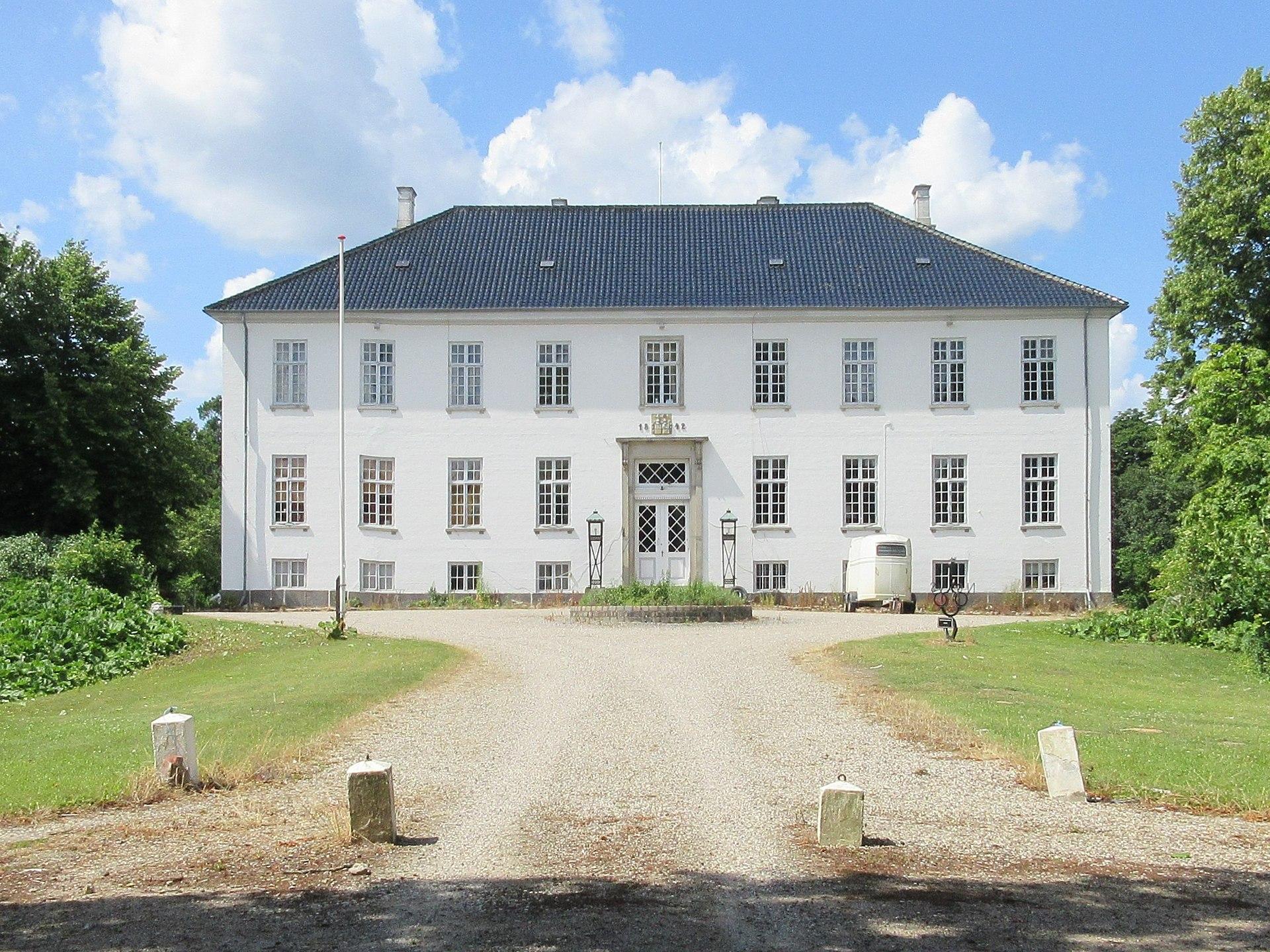 Egholm slot gårdsiden